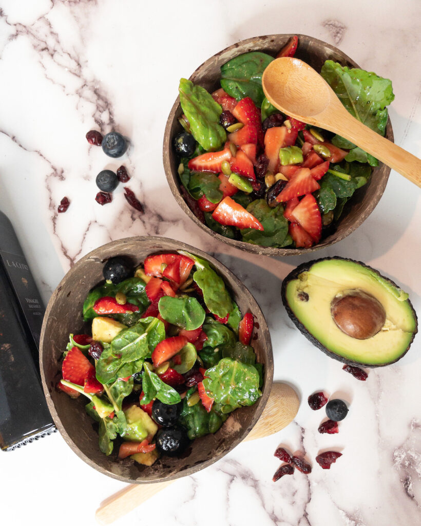 Strawberry and spinach salad with balsamic dressing
