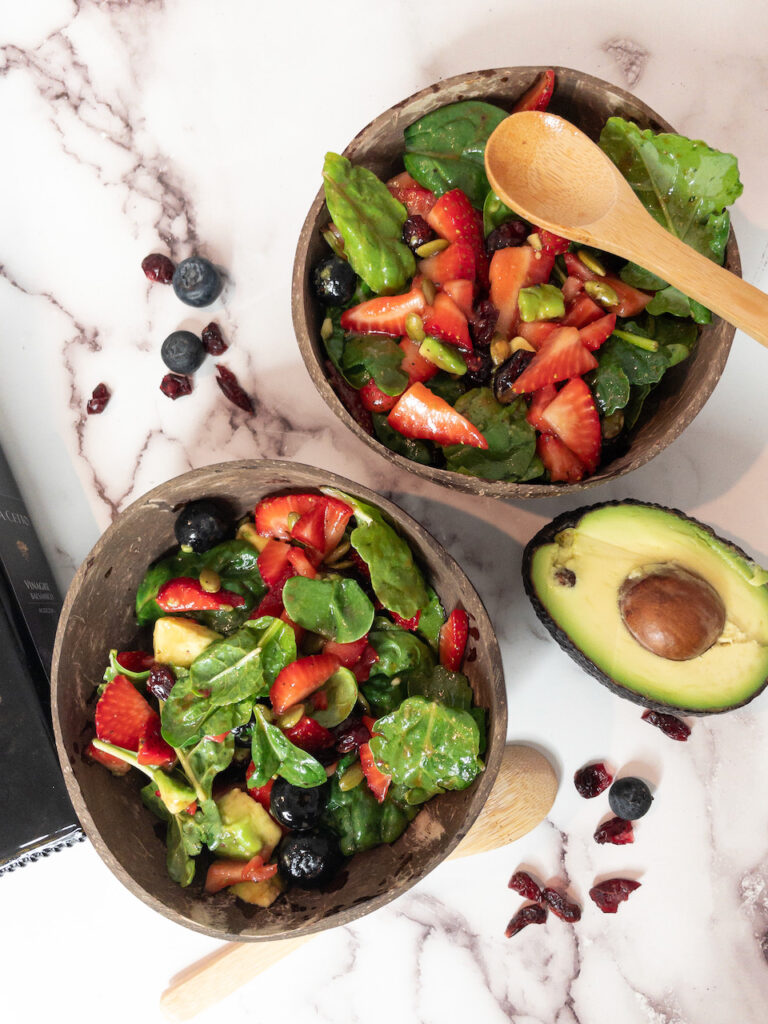 Quick Strawberry and Spinach Salad with Balsamic Dressing